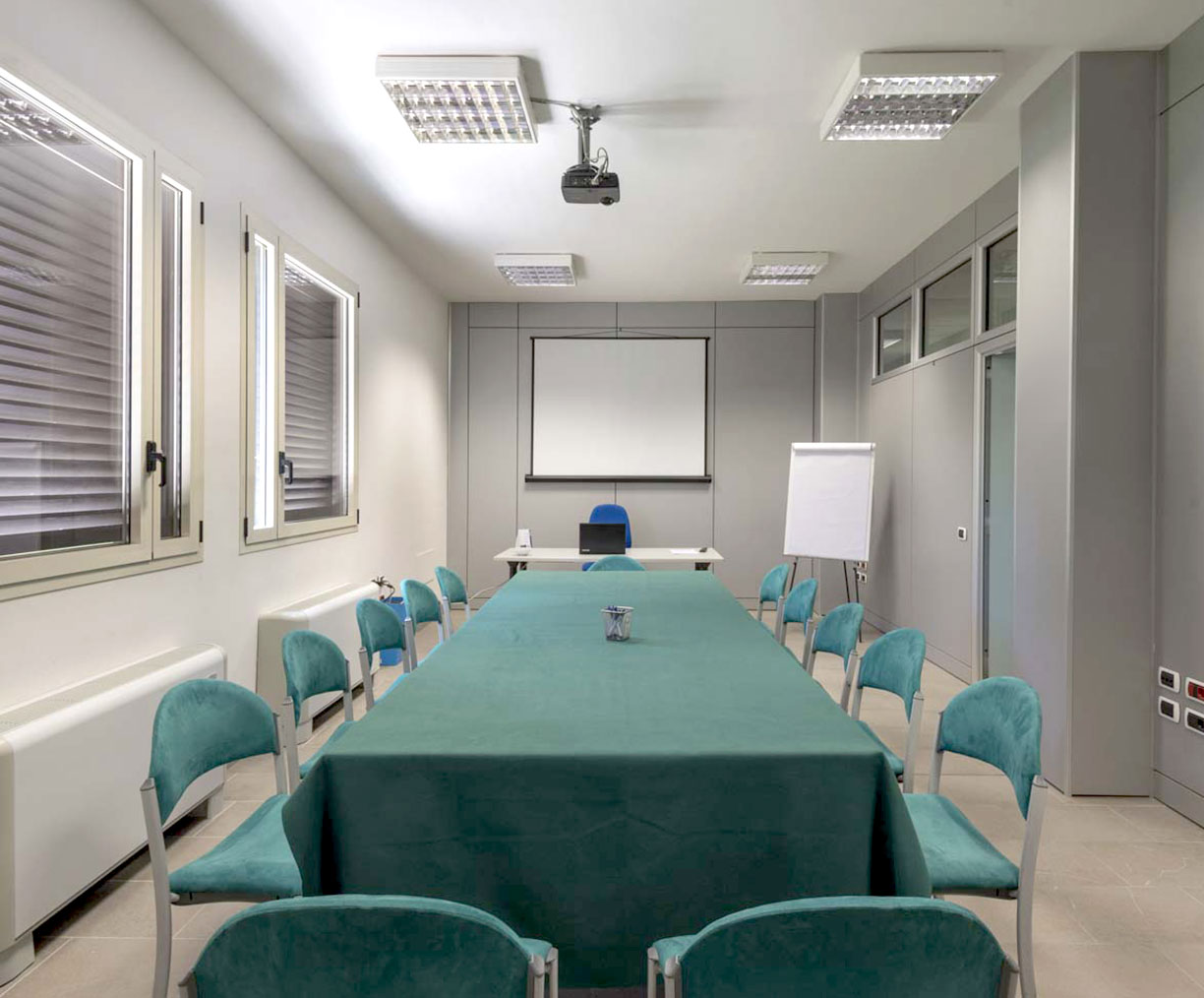 Meeting room N.5 with video projector